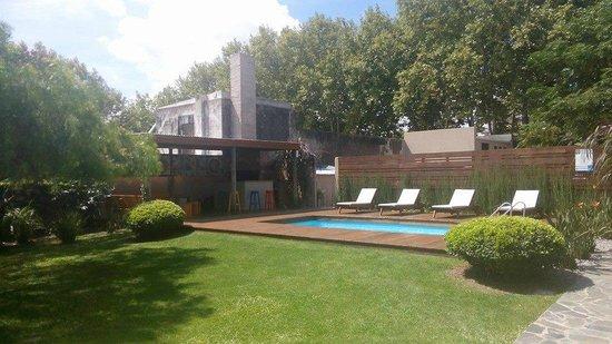 Jardin y pileta - Posada El Capullo
