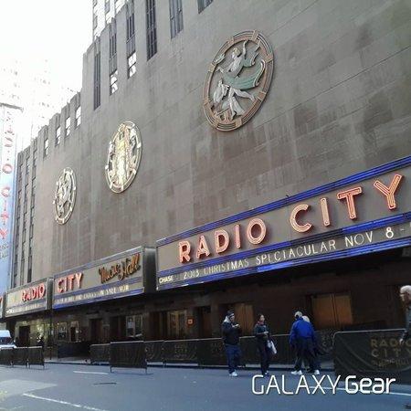 Radio City Music Hall : Outside Radio City
