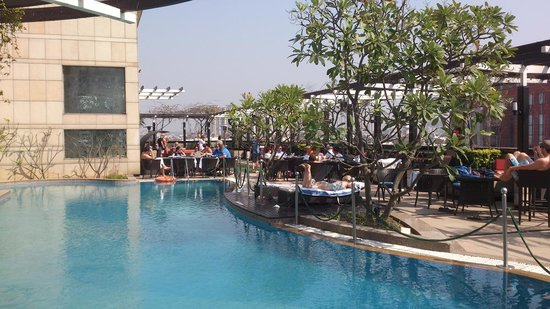 Park Plaza Hotel Gurgaon : rooftop terrace with pool and bar