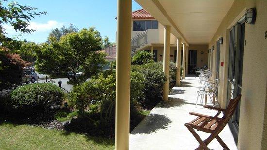 Abelia Motor Lodge: Sunny veranda