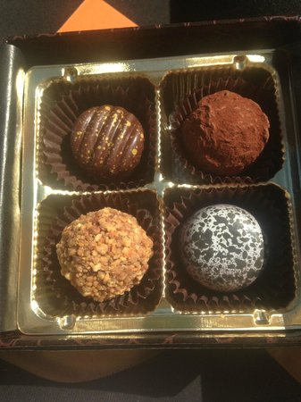 Christophe Patissier-Chocolatier: Delicious truffles and hand-painted chocolates