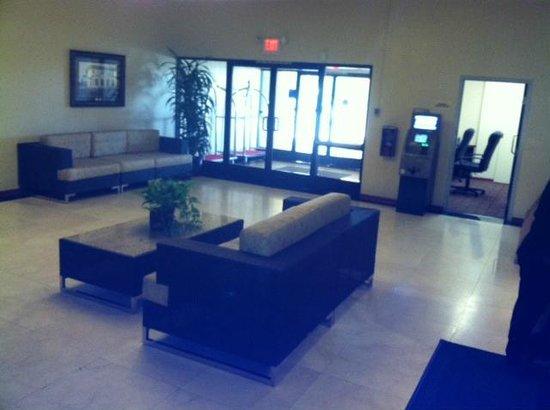 Ramada Palmdale : Lobby from Breezeway