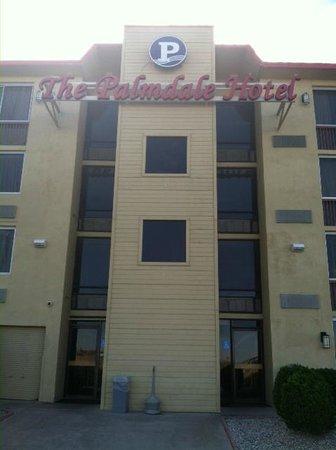 Ramada Palmdale : Side Entrance