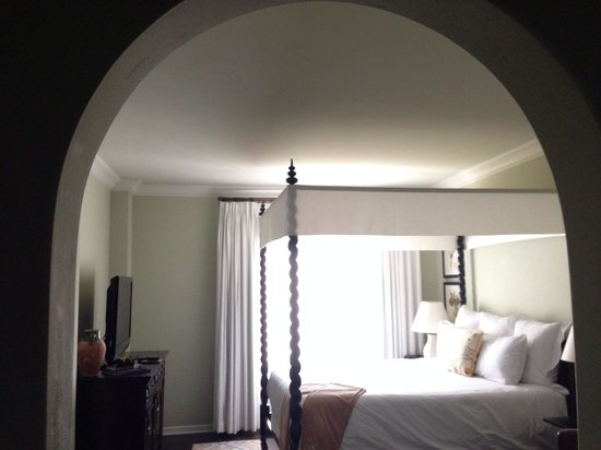 Kimpton Canary Hotel: King room - archway gave it lots of character!