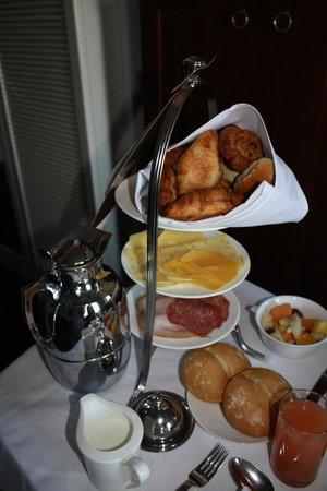 Hotel Dukes' Palace Bruges : Petit déj en chambre