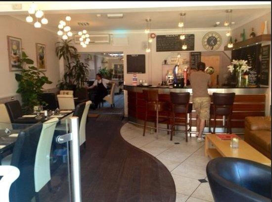 Xenis Cuisine: Restaurant & Bar