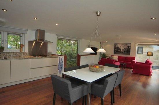Watervilla woon en eetkamer picture of rien van den broeke