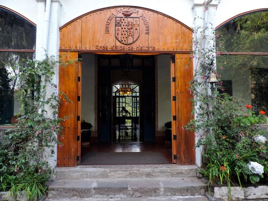 Hacienda Pinsaqui: Front Entrance