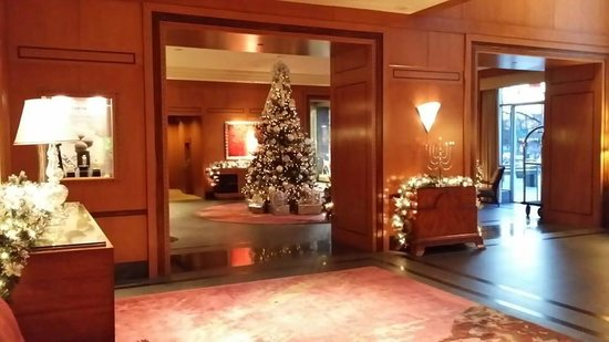The Ritz-Carlton New York, Battery Park: The Lobby!