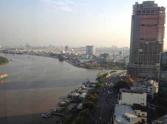 Liberty Central Saigon Riverside Hotel : City view from the 15th floor hallway along Saigon River.
