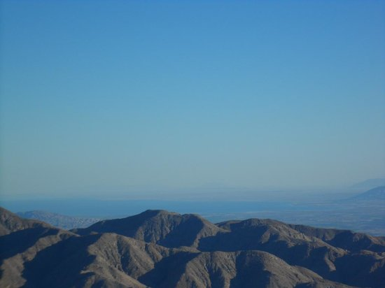 Joshua Tree National Park : From Key View towards Signal Mountain inthe far distance.