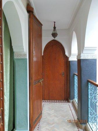 riad bianca : Pasillo de las habitaciones, todas en torno al patio central