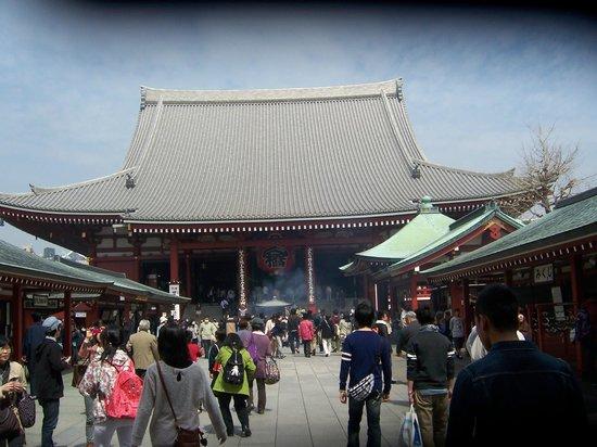 Nakamise Shopping Street (Kaminarimon): terminan las tiendas y uno encuentra el tempo sensoji