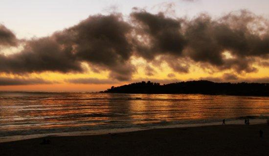 Lobos Lodge : Amazing sunsets at Carmel beach