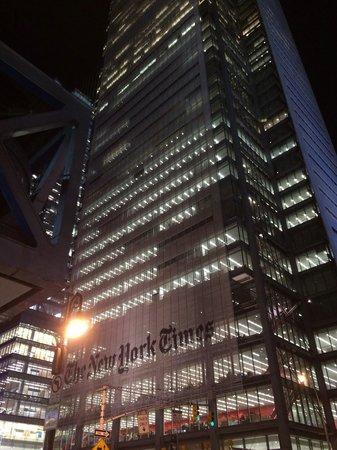 Fairfield Inn & Suites New York Manhattan/Times Square: Здание New York Times находится практически напротив отеля