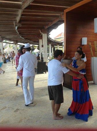 The Reserve at Paradisus Palma Real: Bailando con la Sra. Caridad