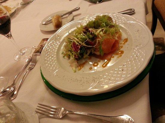 Bahia Mediterraneo: Salmon Salad