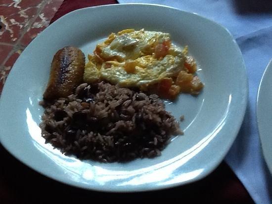 Posada Fuente Castalia: Delicious Nica Breakfast