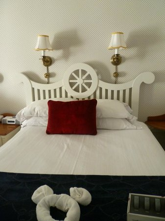 Disney's Yacht Club Resort : Bed upon first enter
