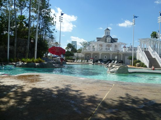 Disney's Yacht Club Resort : Pool area