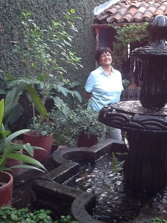 Posada Fuente Castalia: Maria Teresa in the Garden