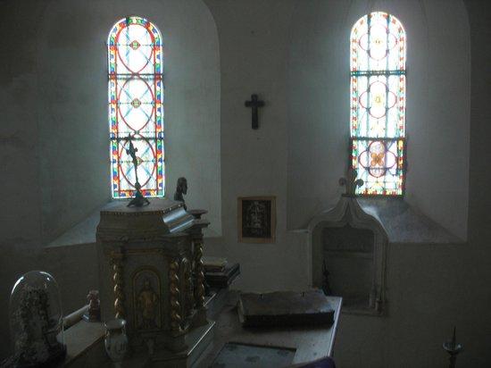 Chateau de Flottemanville : la chapelle vue de la chambre par le fenêtre secrète!