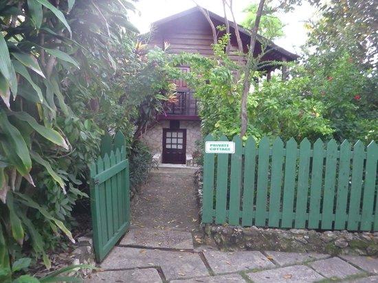 Tensing Pen Resort : Entry to room
