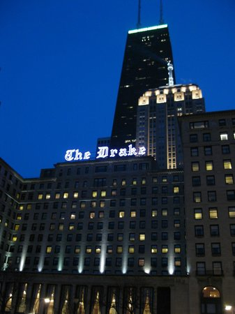 The Drake Hotel : Night view of the hotel