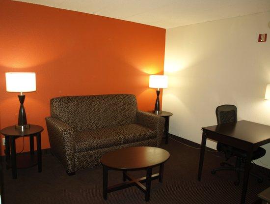 AmericInn Hotel & Suites Apple Valley: 2 Room Suite