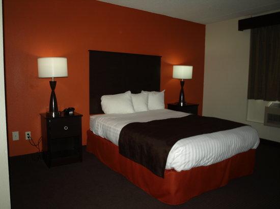 AmericInn Hotel & Suites Apple Valley: Comfy Queen Beds