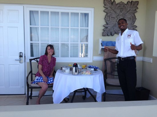 Sandals Royal Caribbean Resort and Private Island: Ian bringing another great breakfast at sunrise