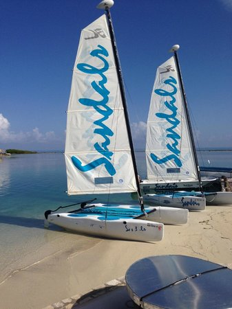 Sandals Royal Caribbean Resort and Private Island : Everal the master of the Hobie Cat !