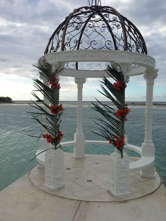 Sandals Royal Caribbean Resort and Private Island : View from porch of an upcoming wedding