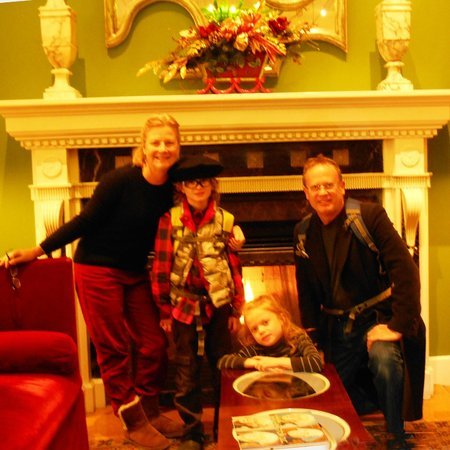 Monaco Washington DC, a Kimpton Hotel: In the hotel parlor area warming with hot chocolate by the fire