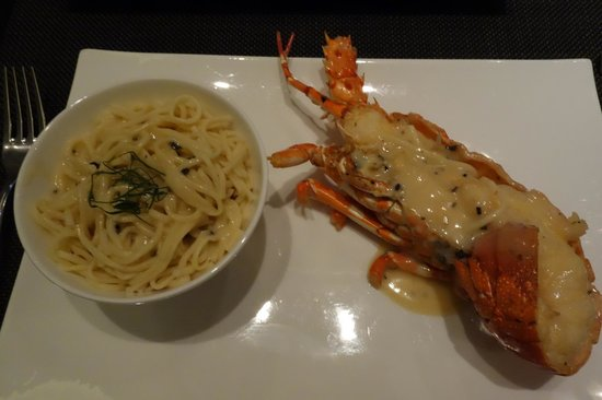 W Hong Kong : Delicious Black Truffle Sauce Lobster (Local)
