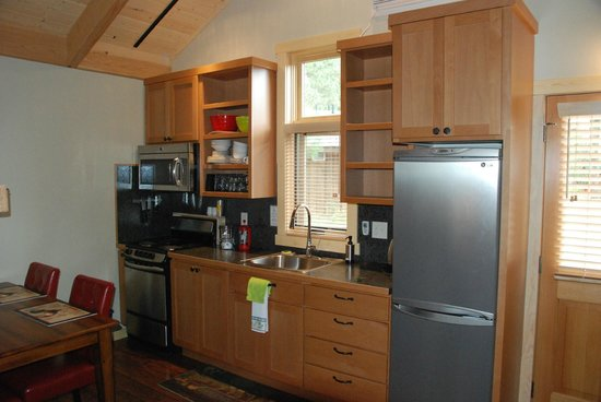Chewuch Inn & Cabins: Well-appointed kitchen