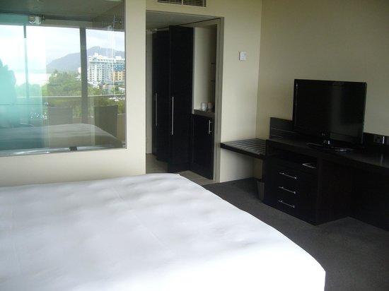 Hilton Cairns: 部屋3