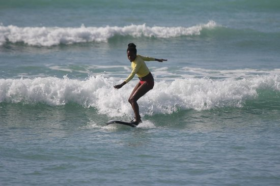Hawaii Surf Lessons 101 : Me surfing