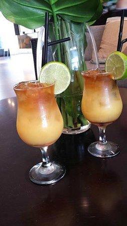 RACV Noosa Resort: Cocktails in the bar area