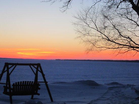 Driftwood Resort : sunset over the lake
