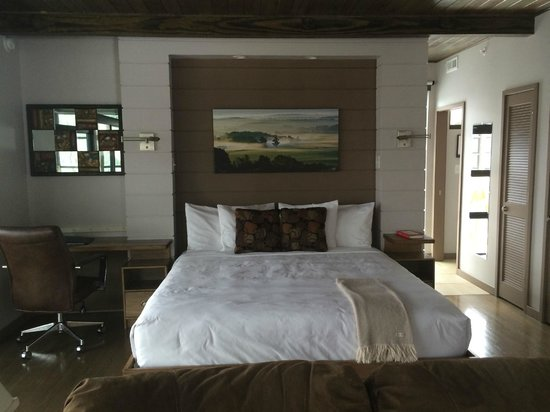 Iris Inn: Bed in Cabin