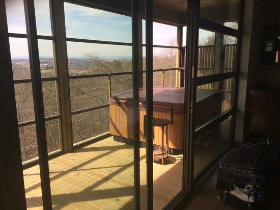 Iris Inn : Jacuzzi on porch