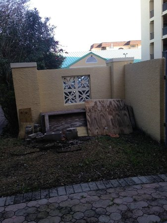 """Comfort Inn & Suites Port Canaveral Area : The """"back patio."""" Gross."""