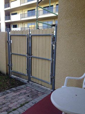 Comfort Inn & Suites Port Canaveral Area : Not so nice patio