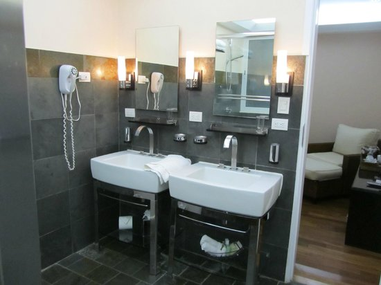 Gaia Hotel & Reserve: 1 bedroom suite bathroom -- double sinks