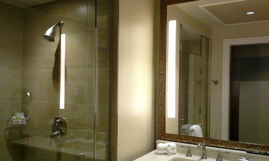 River City Casino & Hotel : Beautiful bathroom
