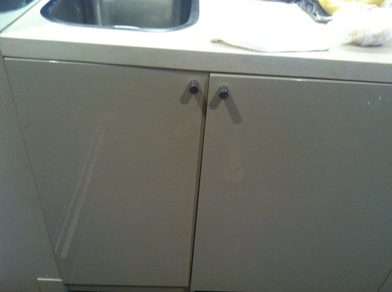 Mantra Bell City: Kitchen/Fridge cabinets out of whack