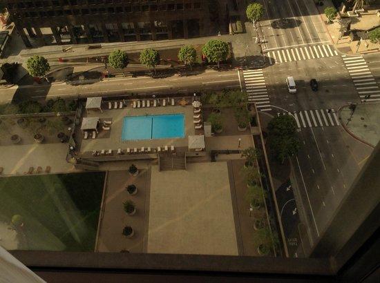 The Westin Bonaventure Hotel & Suites: Super great outdoor pool.
