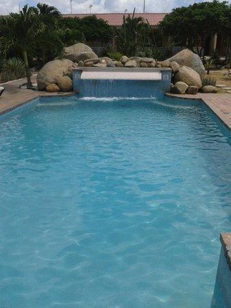 Camacuri Apartments Aruba: tiene piscina rica