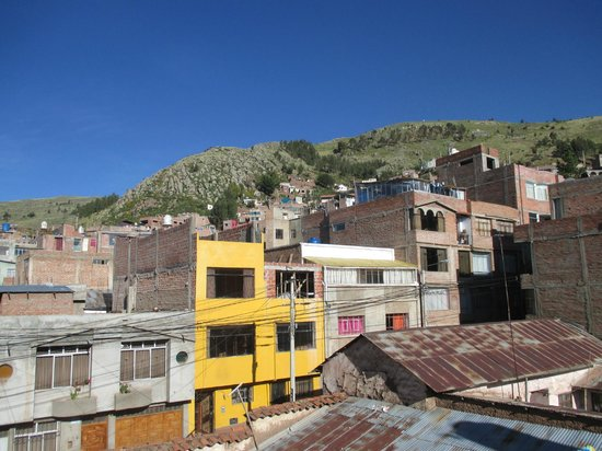 Bothy Backpackers: view of the surrounding buildings from the roof.